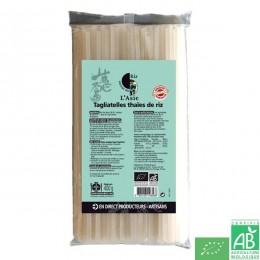 Tagliatelles thaies de riz autour du riz